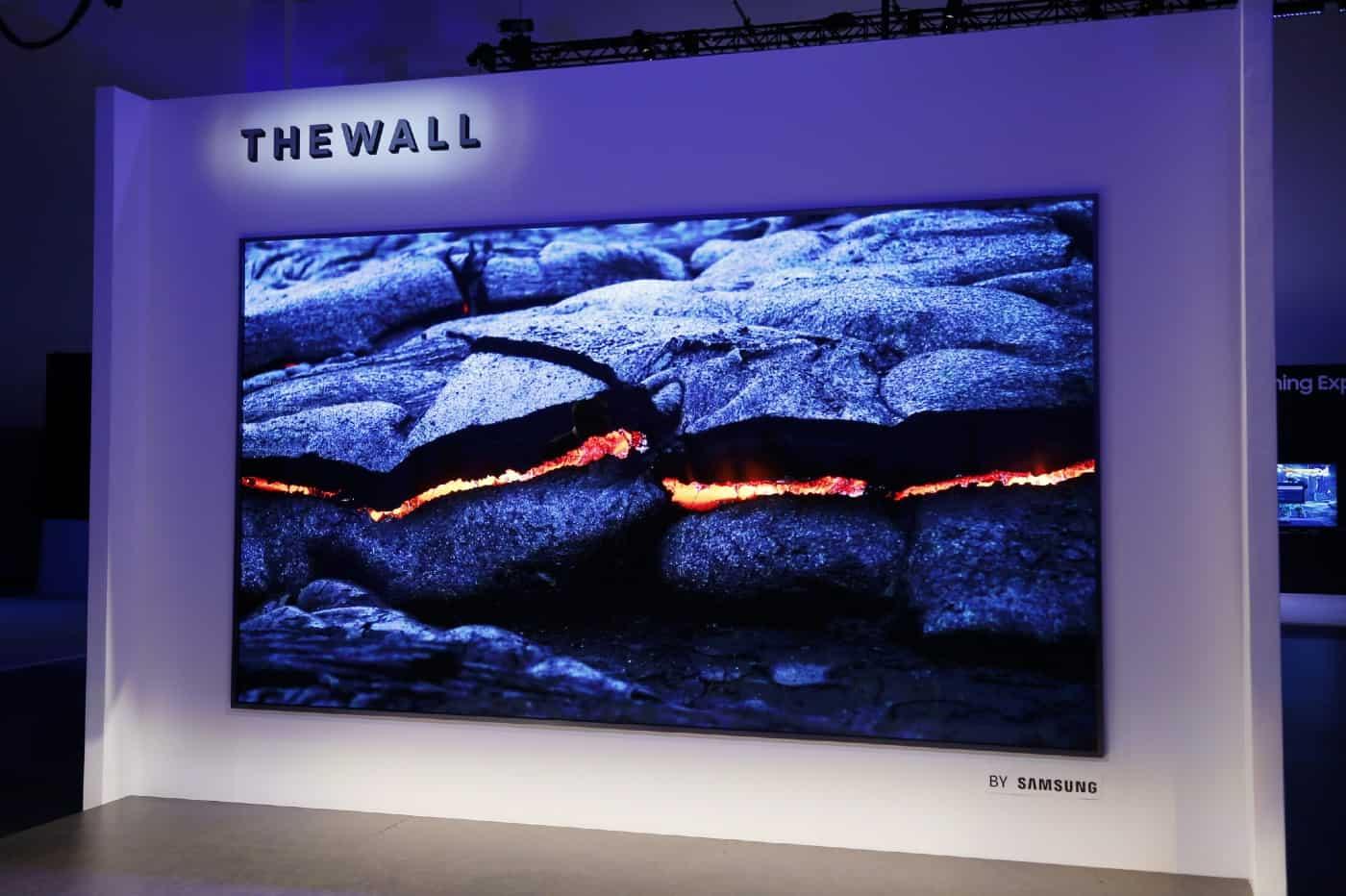 Une version 110 pouces de The Wall devrait bientôt sortir en France.