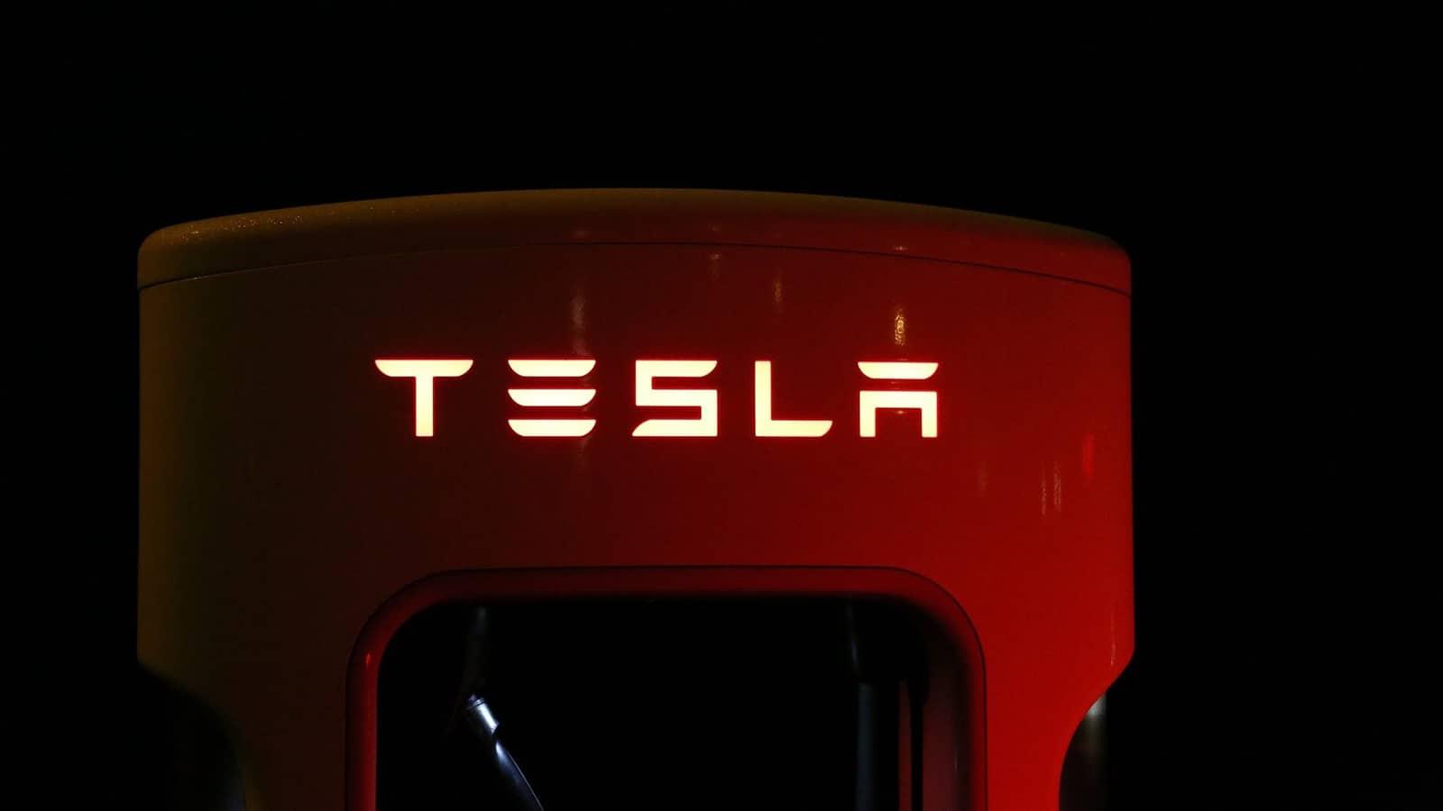 Tesla achète 1,5 milliard de Bitcoin et autorise le paiement par Bitcoin