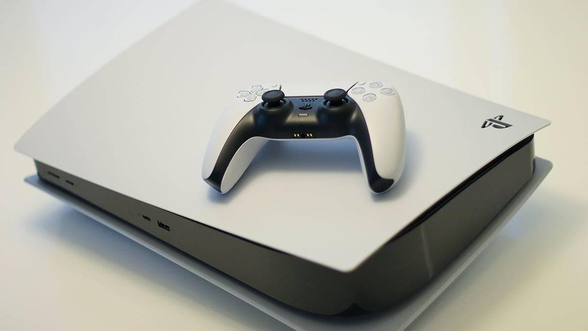 Sony supprime une de ses publicités où se trouve une PS5 à l'envers.