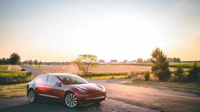 Tesla aura récolté un bénéfice d'un milliard de dollars au second trimestre grâce aux ventes de voitures électriques.