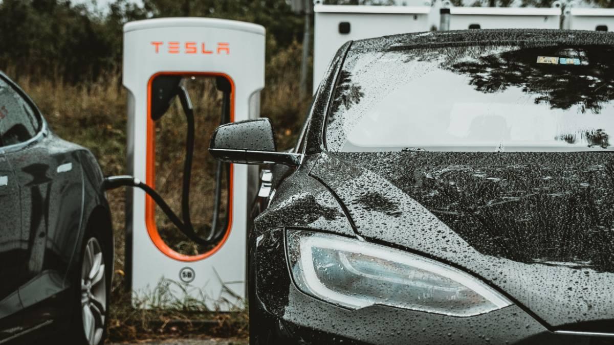 Elon Musk confirme l'ouverture des superchargeurs à d'autres constructeurs