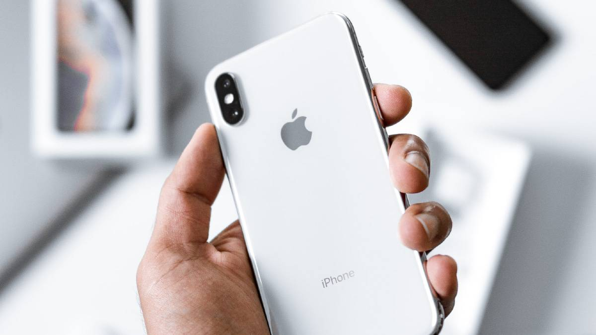 Apple pourrait apporter la charge sans fils inversée sur l'iPhone 13
