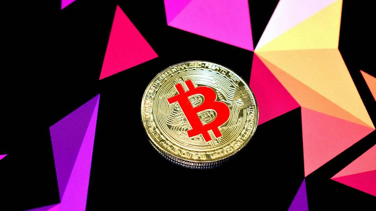 En Chine, l'interdiction de réaliser des transactions fait chuter le cours du Bitcoin et de l'Ethereum.