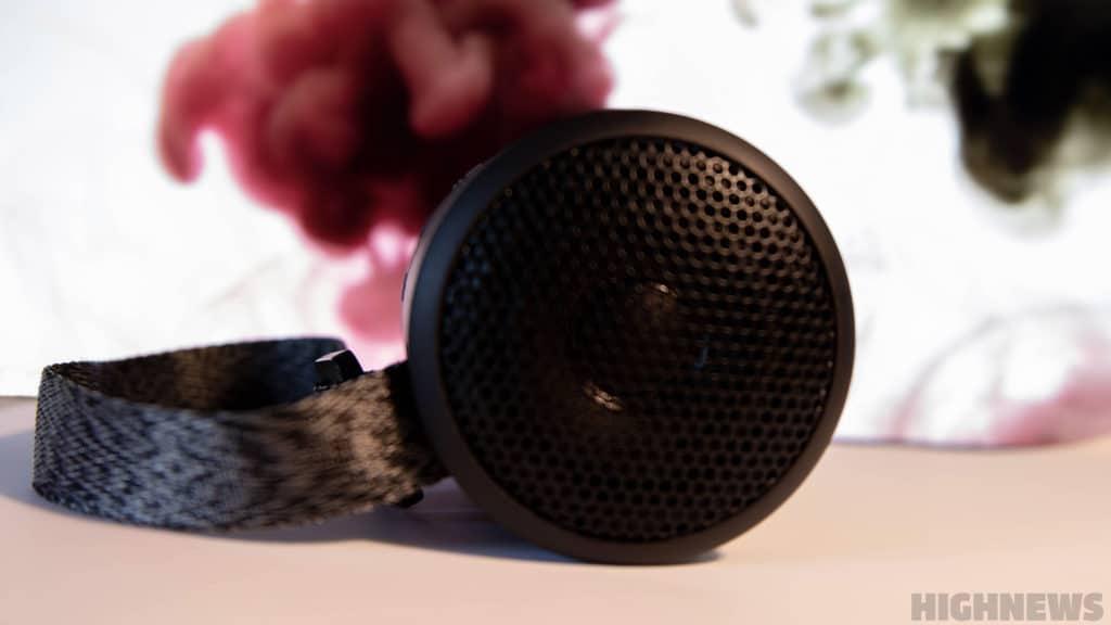 Le haut-parleur supérieur de l'enceinte de Sony.