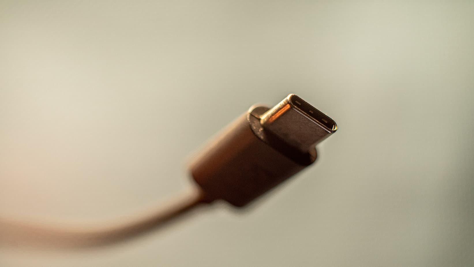 Avec cette pression de l'UE, les constructeurs seront dans l'obligation de se plier à intégrer un port USB-C pour charger les appareils, et même Apple.