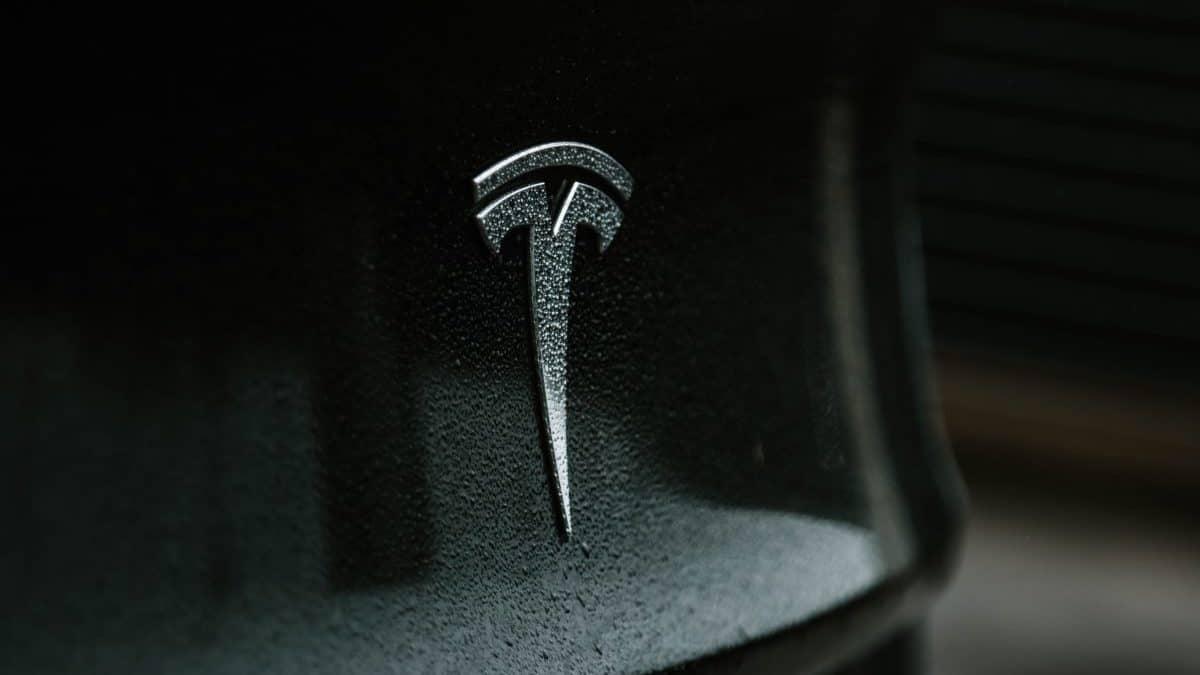 Tesla condamné pour racisme